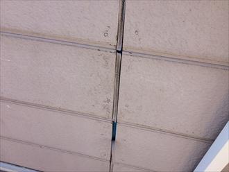 横浜市神奈川区羽沢町で外壁に出来る隙間を確認、コーキングと塗装でメンテナンス