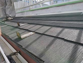 塗膜劣化により藻が繁殖したスレート