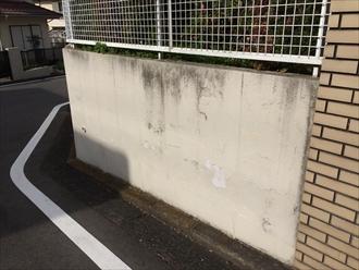 横浜市都筑区で塀や擁壁の調査、塗膜が剥がれてきてたら塗り替えの目安です2