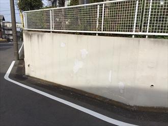 横浜市都筑区で塀や擁壁の調査、塗膜が剥がれてきてたら塗り替えの目安です1