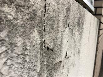 擁壁の塗膜剥がれ