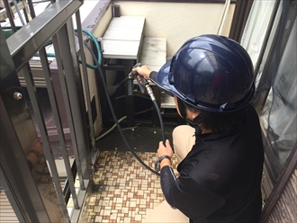 防水工事の障害となる階段も街の外壁塗装やさん横浜店が取り外します②