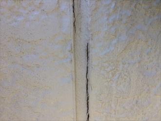 横浜市南区大岡の外壁点検で、外壁材の亀裂やコーキングの劣化を確認しました