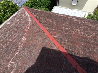 横浜市中区で屋根の調査、劣化しすぎた化粧スレートに塗装しても効果はありません