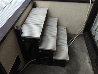 防水工事の障害となる階段も街の外壁塗装やさん横浜店が取り外します①