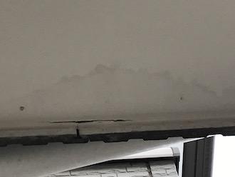 外壁塗装をご検討中の横浜市緑区鴨居のお客様邸で現地調査、外壁だけでなく軒天の塗装も欠かせません