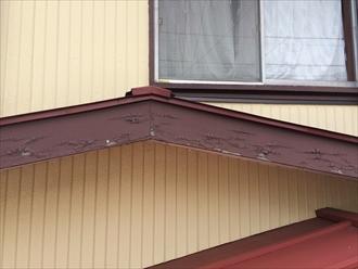 木製の破風板や鼻隠し板の塗膜が剥がれるなら破風板板金巻き2
