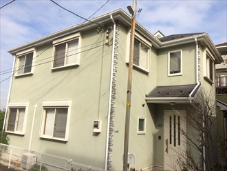 横浜市港北区新吉田町でスレート屋根とモルタル外壁のメンテナンス、サーモアイ4F(クールビンテージローズ)とプレミアムシリコン(AC-1400)を使用して屋根外壁塗装、施工前写真