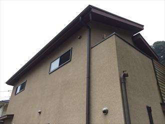 鎌倉市築11年のリシン吹付けモルタル壁を塗り替え調査