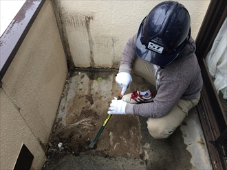防水工事の障害となる階段も街の外壁塗装やさん横浜店が取り外します④