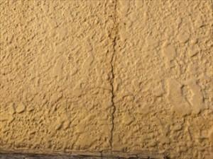 モルタル壁亀裂①拡大