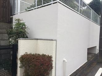 横浜市都筑区見花山で塀と擁壁の塗装工事、通行人も気分が良くなる綺麗な仕上りでお施主様も大満足、施工後写真