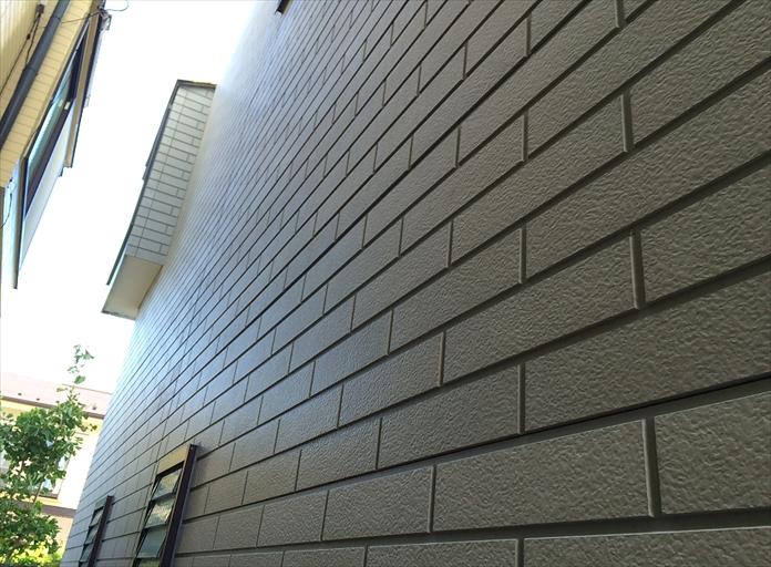 横浜市西区のサイディング住宅調査、コーキングの劣化やコーナーに隙間が出来ると塗装が必要1