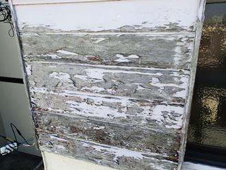 大井町金子にて外壁塗装の調査、築30年が経過し破風や戸袋など木部の塗膜が剥離してきています