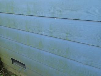 茅ヶ崎市で外壁塗装点検!チョーキング現象とコケの発生