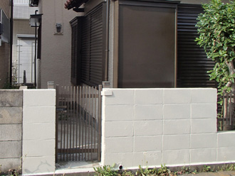 塗装前の門壁