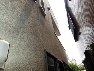 海老名市国分南にて築21年目で藻の繁殖が気になるモルタル外壁をパーフェクトトップで外壁塗装工事、施工前写真
