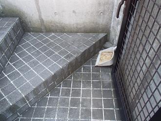 横浜市旭区 汚れた玄関 色褪せしている