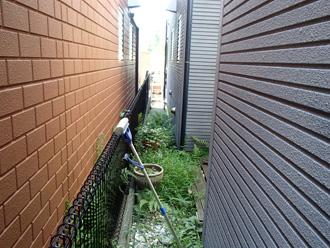 横浜市旭区 近隣との境界 お隣の外壁は最近塗り替えを行ったとのことです
