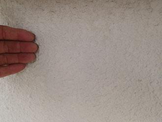 三浦市 塗装工事 点検調査 モルタルのチョーキング1