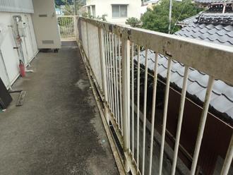 三浦市南下浦町上宮田でアパートの鉄骨階段を塗装するための事前点検