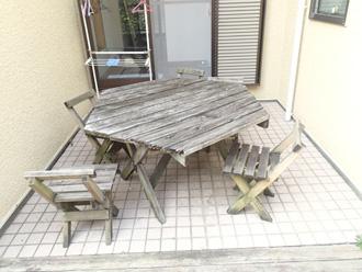 横浜市保土ケ谷区 ガーデンテーブルも傷んでいる