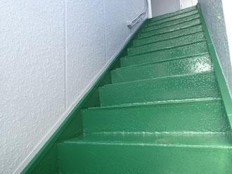 以前の階段の塗装の様子