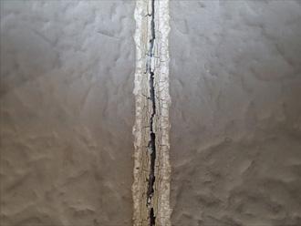 川崎市麻生区 外壁の点検 コーキングがひび割れしている