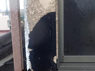 中井町北田にて外壁メンテナンス調査、台風の影響で外壁にひび割れが発生!雨樋も破損していました