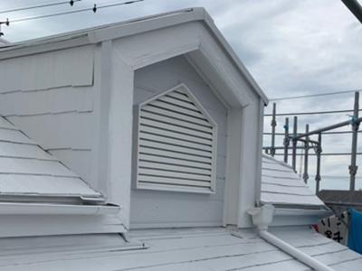 遮熱塗料で塗装したスレート屋根のドーマー