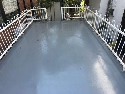 防水工事と塗装で綺麗になった車庫