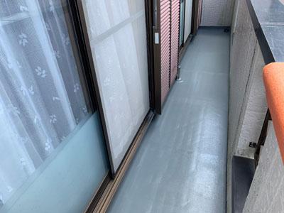 通気緩衝工法のウレタン防水で雨漏りが解消されたバルコニー
