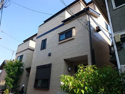 クリア塗装後の3階建て住宅