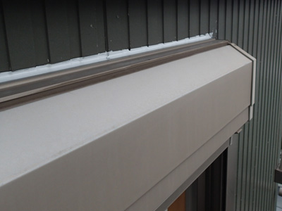 シーリングが打替えられたの外壁のシャッターボックス