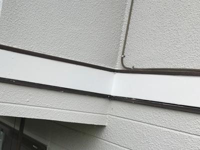 補修された幕板
