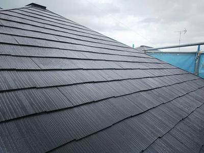 小田原市小船にてファインパーフェクトベストで傷んだスレート屋根を塗装してリフレッシュ、施工後写真