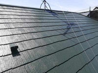 塗装されグリーンになったスレート屋根