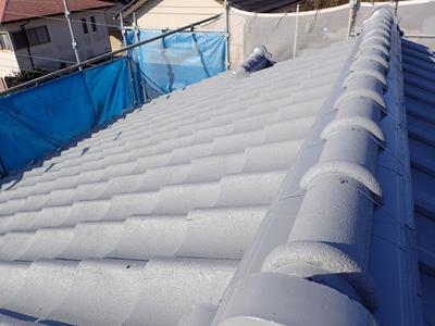 中井町田中にてルーフマイルドで屋根塗装、J形のセメント瓦の塗り替え、施工後写真