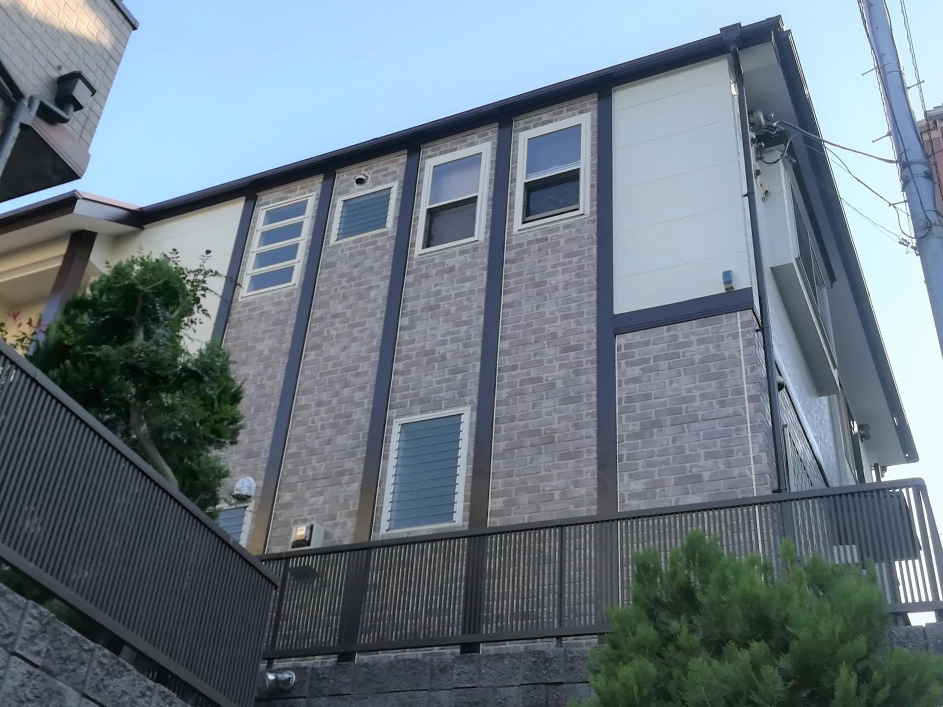 横浜市青葉区しらとり台にて屋根はローマオレンジ、外壁はクリヤー塗料と色付け塗料を使い分けての屋根外壁塗装工事、施工後写真