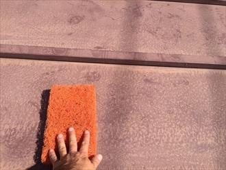 横浜市神奈川区上反町にて下屋根塗装、ケレン(下地処理)作業をきちんとすると仕上がりが良くなります