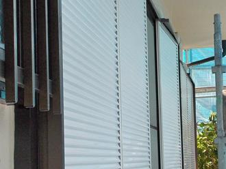 座間市 雨戸の塗装完了