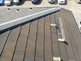 化粧スレートが一部、脱落してしまった屋根
