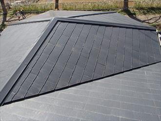 大磯町生沢で粗悪な屋根塗装をされたスレート屋根に塗り直し、施工前写真