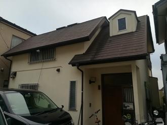 屋根塗装前の茶色のスレート屋根