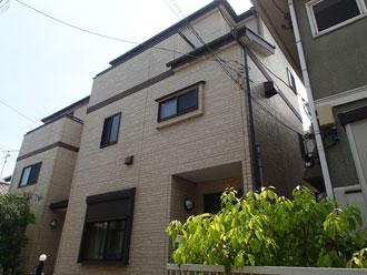 クリア塗装前の3階建て住宅