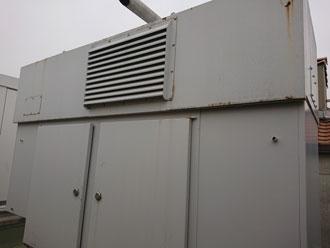 秦野市渋沢上にて養護施設屋上のキュービクルと非常用発電機をファインSiで塗り替え、施工前写真