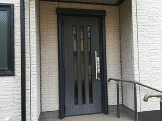 川崎市幸区古市場にて玄関ドア塗装と窯業系サイディングの外壁塗装、施工前写真