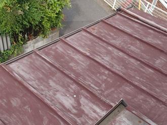 塗装前の錆びた瓦棒屋根