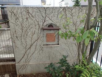 川崎市高津区諏訪で繁殖してしまった蔦を除去して塀を塗り替え、施工前写真