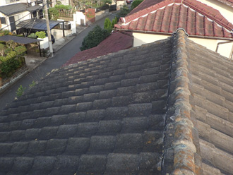 中井町田中にてルーフマイルドで屋根塗装、J形のセメント瓦の塗り替え、施工前写真